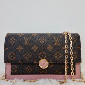 Louis Vuitton 8 x 4 x 1.5
